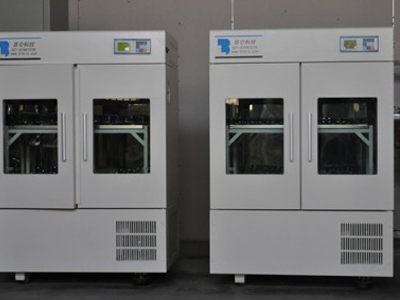 Large capacity double incubation shaker